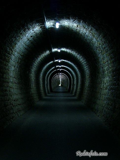 Slovenia_tunel.jpg