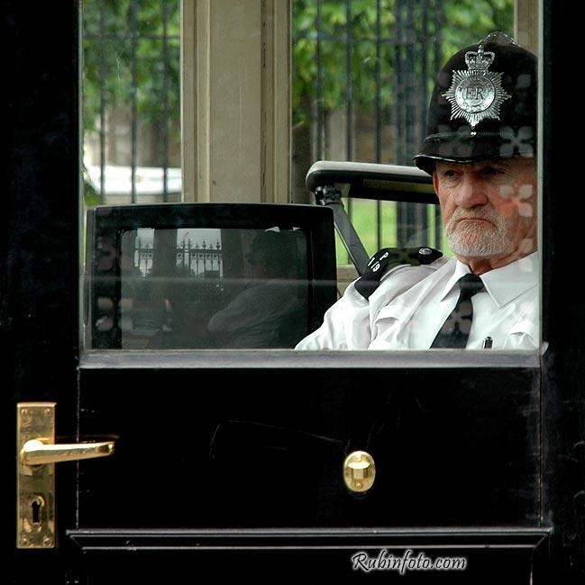 Policeman_London.jpg